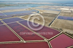 Photo aérienne des marais salants de Camargue  Aigues-Morte